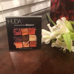 Huda warm brown Obsessions Palette